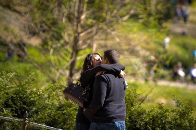 Lenzi Engagement Kiss